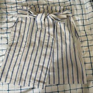 H&M mini linen skirt with pockets!!